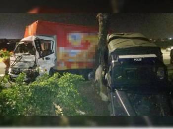 Dua anggota polis maut akibat dirempuh sebuah lori ketika membuat sekatan jalan raya di Taman Pasir Putih awal pagi tadi.