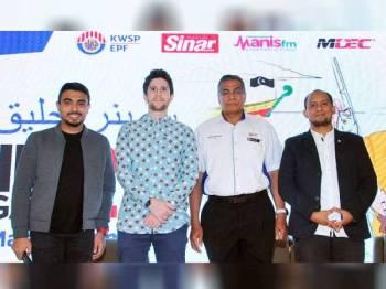 Dari kiri: Issey Fazlisham, Mat Dan, Razali A Rahman dan Ab Aziz Abu Bakar bergambar kenangan selepas Seminar Celik Kewangan 2.0 melabuhkan tirainya bagi 2019 di Primula Beach Hotel, Kuala Terengganu baru-baru ini. - Foto: ROSLI TALIB