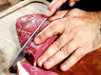 DULANG aluminium membantu memudahkan proses menyah beku daging