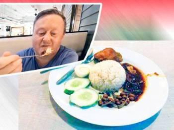 Darren menikmati nasi lemak sejurus tiba di Kuala Lumpur.