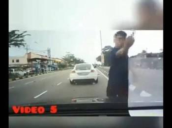 Seorang lelaki ditahan polis dipercayai terlibat dalam kes buli jalan raya terhadap seorang pemandu wanita dalam kejadian yang berlaku di Jalan Johor Jaya, Jumaat lepas.
