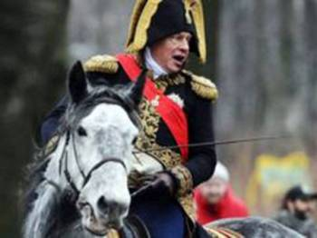 Profesor Sokolov gemar berpakaian seperti Napoleon - AFP