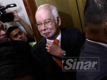 Najib ketika hadir di Kompleks Mahkamah Tinggi Kuala Lumpur di sini hari ini. - Foto ASRIL ASWANDI SHUKOR