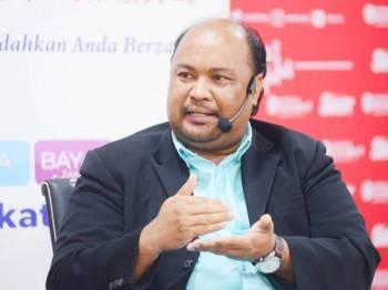 Prof Madya Dr Azman ketika bercakap pada wacana ke-139 bertajuk 'Zakat: Instrumen Kewangan Sosial' di Dewan Karangkraf, di sini hari ini. - FOTO ROSLI TALIB