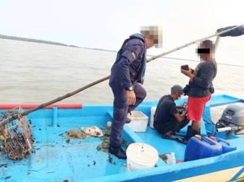 Dua nelayan tempatan ditahan untuk siasatan lanjut.