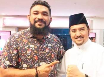 Dr Asyraf Wajdi(kanan) bersama Wan Muhammad Azri Wan Deris.  Foto: Sumber Twitter Wan Muhammad Azri.