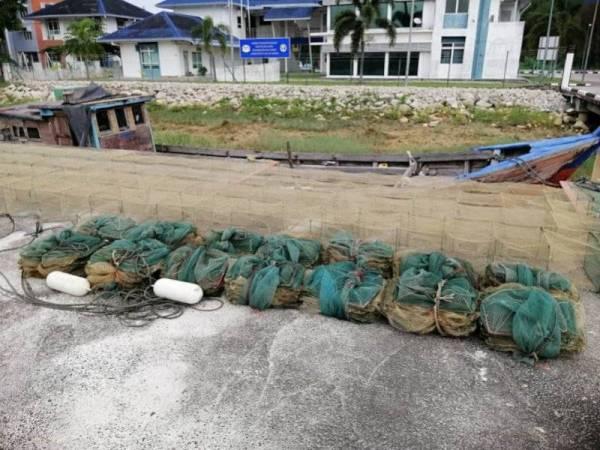 Kesemua 18 bubu naga yang dirampas dalam operasi berkenaan semalam.