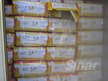 Maqis Pulau Pinang merampas 10 kontena daging kerbau sejuk beku dari India di NBCT.