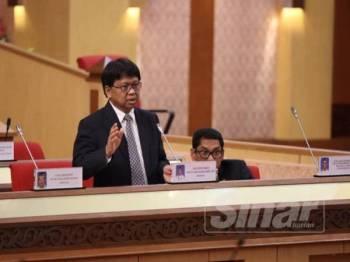 Asmuni menjawab soalan lisan berkaitan isu larangan berpolitik di dalam masjid ketika sesi soalan lisan Sidang DUN Perak hari ini.
