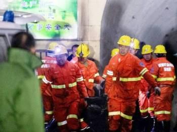 Dilaporkan 35 pekerja sedang bekerja di bawah tanah apabila letupan gas yang meragut lima nyawa di sebuah lombong arang batu wilayah Shanxi, China itu berlaku semalam. - Foto AFP