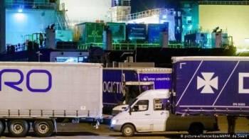 Seramai 25 migran ditemui dalam kontena sejuk beku sebuah kapal yang dalam perjalanan menuju ke Britain dari Belanda. -FOTO: AFP