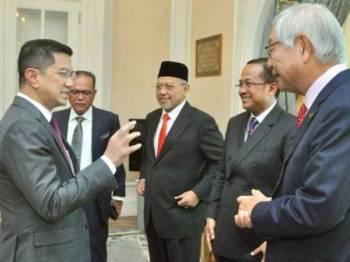 Mohamed Azmin bersama pemimpin negeri yang terlibat dalam ECER. - Foto Twitter Mohamed Azmin Ali