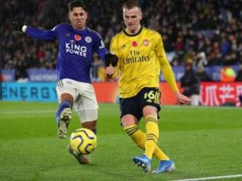 Holding (kanan) percaya Arsenal akan kembali bangkit menghuni kedudukan empat terbaik EPL musim ini.