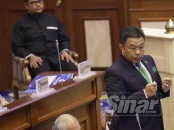 Mohd Sharkar menjawab soalan lisan ketika Sidang DUN Pahang di Wisma Sri Pahang.