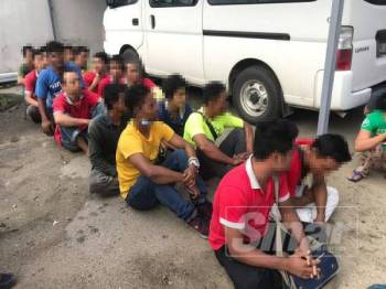Sebahagian daripada 25 warga Myanmar yang ditahan dalam serbuan di sebuah kilang plastik di Kemaman kelmarin.