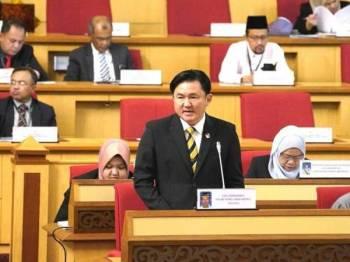 Choo Kiong menjawab soalan berkaitan tapak pelupusan sampah ketika Sidang DUN Perak hari ini.