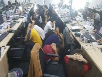 Sebahagian daripada 680 warga China yang ditahan dalam serbuan di Cyberjaya Rabu lalu. - Foto Jabatan Imigresen