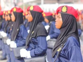 Ketika ini hanya 600 anggota bomba wanita direkodkan di Malaysia daripada keseluruhan 14,500 anggota. - Foto Facebook Jabatan Bomba dan Penyelamat Malaysia