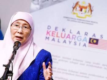 Dr Wan Azizah berucap pada Majlis Pelancaran Deklarasi Keluarga Malaysia di Pusat Inovasi dan Kreativiti Global Malaysia (MAGiC) hari ini. - Foto Bernama
