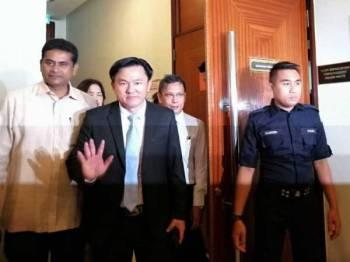 Paul Yong ketika hadir ke Mahkamah Tinggi Ipoh hari ini.