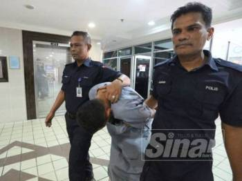 Mohd Sufian mengaku tidak bersalah di  Mahkamah Sesyen hari ini kerama menipu dan memperdayakan seorang lelaki membabitkan pembelian pelaburan Sijil Simpanan Premium (SSP).
