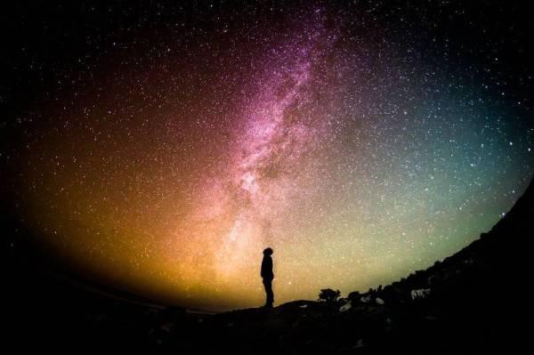 TANGGAPAN kepercayaan berpandukan kepada bintang termasuk sama ada seseorang itu dilahirkan dalam keadaan mereka bernasib baik atau buruk diharamkan oleh Islam kerana ia dikaitkan dengan pengetahuan ilmu ghaib.