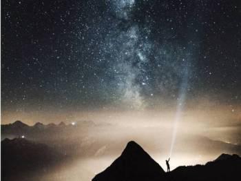 JAUHILAH diri daripada membaca dan mempercayai ramalan zodiak tentang nasib seseorang kerana ia menjebakkan diri ke kancah kesyirikan kepada ALLAH SWT.