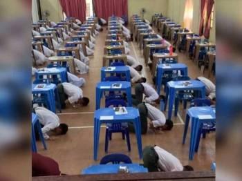 Tangkapan layar video yang memaparkan pelajar-pelajar Sekolah Menengah Sains Sultan Mohamad Jiwa melakukan sujud syukur selepas tamatnya kertas terakhir SPM. -Foto Facebook Farhaan Rahmat