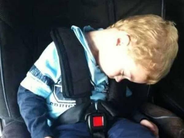 Membiarkan anak tidur di kerusi CRS lebih daripada dua jam akan menyebabkan risiko kesihatan.