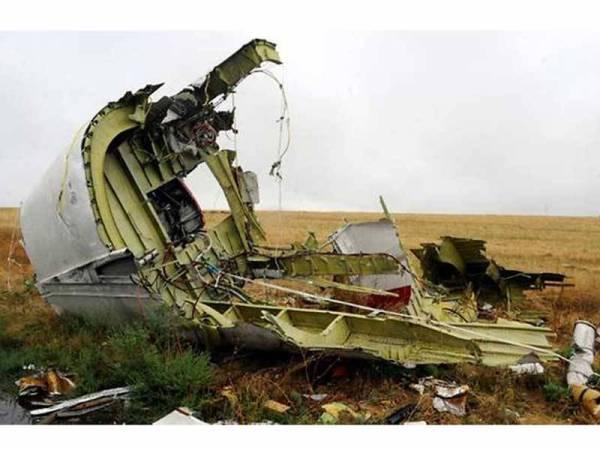 Penyiasat Belanda dan Australia menuduh Rusia menembak jatuh pesawat MH17 ketika kejadian pada 2014.