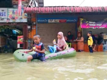 Situasi ini hanya dapat dilihat setiap kali pekan Rantau Panjang ditenggelami banjir.