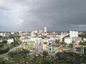 Keadaan cuaca di bandar Kuala Terengganu, pagi ini.