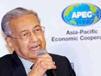 Perdana Menteri, Tun Dr Mahathir Mohamad ketika sidang media selepas majlis perasmian Kerjasama Ekonomi Asia Pasifik (APEC) 2020 di Cyberview Lodge Resort hari ini. Malaysia akan menjadi tuan rumah APEC 2020 dengan tema 'Mengoptimumkan Potensi Insan ke arah Masa Depan Kemakmuran Bersama'. - Foto Bernama