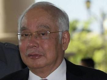 Bekas Perdana Menteri, Datuk Seri Najib Tun Razak tiba di Kompleks Mahkamah Kuala Lumpur hari ini, untuk memberi keterangan bagi prosiding membela diri terhadap pertuduhan berhubung dana SRC International Sdn Bhd. - Foto Bernama