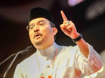 Asyraf Wajdi Dusuki ketika ucapan dasar pada Persidangan Pergerakan Pemuda UMNO 2019 di Pusat Dagangan Dunia Putra (PWTC) di sini pagi - Foto  ZAHID IZZANI