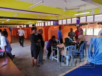 PPS di Sekolah Agama Seri Comel menempatkan 21 mangsa banjir.