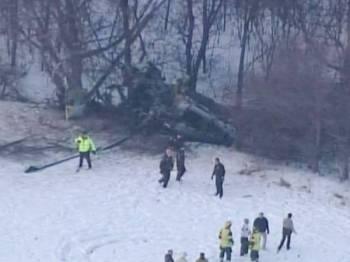 Sebuah helikopter tentera AS terhemnpas di Minnesota semalam. -FOTO: AGENSI