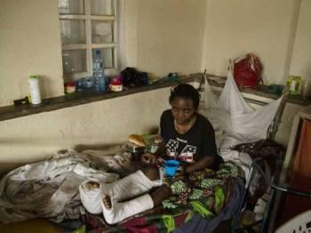 Kahambu Balikwisha adalah salah seorang mangsa yang terselamat dalam serangan ADF di Mbau bulan lalu. - Foto AFP