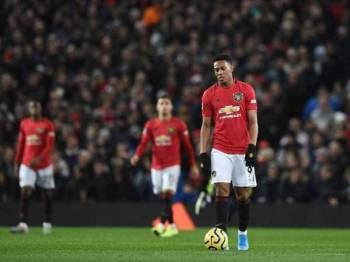 United terpaksa melupakan khidmat Martial (tengah) yang kembali dipalit dengan masalah kecederaan.