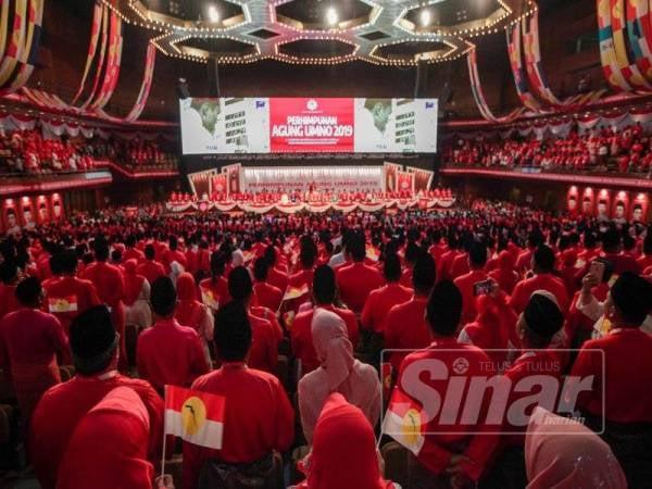 Dewan Merdeka dipenuhi oleh ahli dan perwakilan UMNO pada Perhimpunan Agung UMNO di PWTC,Kuala Lumpur. - Foto Sinar Harian ZAHID IZZANI