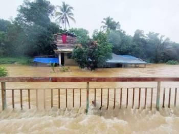 Keadaan banjir yang melanda negeri ini. - Foto Angkatan Pertahanan Awam (APM)