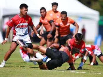 Antara aksi menarik dipamerkan para pemain Rimau 7s ketika menentang Indonesia pada aksi Sukan SEA Filipina 2019 di padang Padang Clark Parade, hari ini. FOTO: TM Team Malaysia