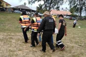 Mayat mangsa dibawa naik dan diserahkan kepada pihak polis sebelum dibawa ke Hospital Dungun untuk tindakan selanjutnya. Foto IPD Dungun
