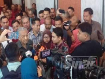 Dr Mahathir ketika hadir di Adya Hotel hari ini.