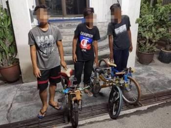 Tiga remaja yang dikesan menunggang berbahaya dengan basikal lajak ditahan dalam satu operasi samseng jalanan di sekitar bandar Ipoh malam tadi.