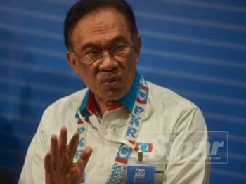 Anwar ketika bercakap pada sidang media selepas berakhirnya Kongres Nasional PKR di Pusat Dagangan Antarabangsa Melaka (MITC) di sini hari ini. - FOTO SHARIFUDIN ABDUL RAHIM