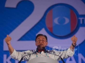 Anwar ketika berucap pada sesi penggulungan Kongres Nasional PKR 2019 di MITC di sini hari ini. -  FOTO SHARIFUDIN ABDUL RAHIM
