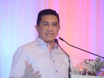 Mohamed Azmin ketika berucap dalam majlis makan malam Wawasan Kemakmuran Bersama 2030 di Hotel Renaissance di sini hari ini. - Foto Sinar Harian MOHD IZARI ROSLI