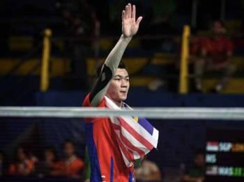 Atlet badminton negara, Lee Zii Jia menyumbangkan emas kedua negara selepas menewaskan pencabar Singapura, Loh Kean Yew dalam acara badminton perseorangan lelaki akhir pada Sukan SEA 2019 di Muntinlupa Sports Complex hari ini. - Foto Bernama