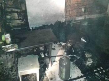 Kesan kebakaran di bahagian ruang tamu rumah yang diduduki warga Yaman di Setapak.